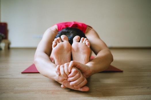 sedici vpredu joga pozice
